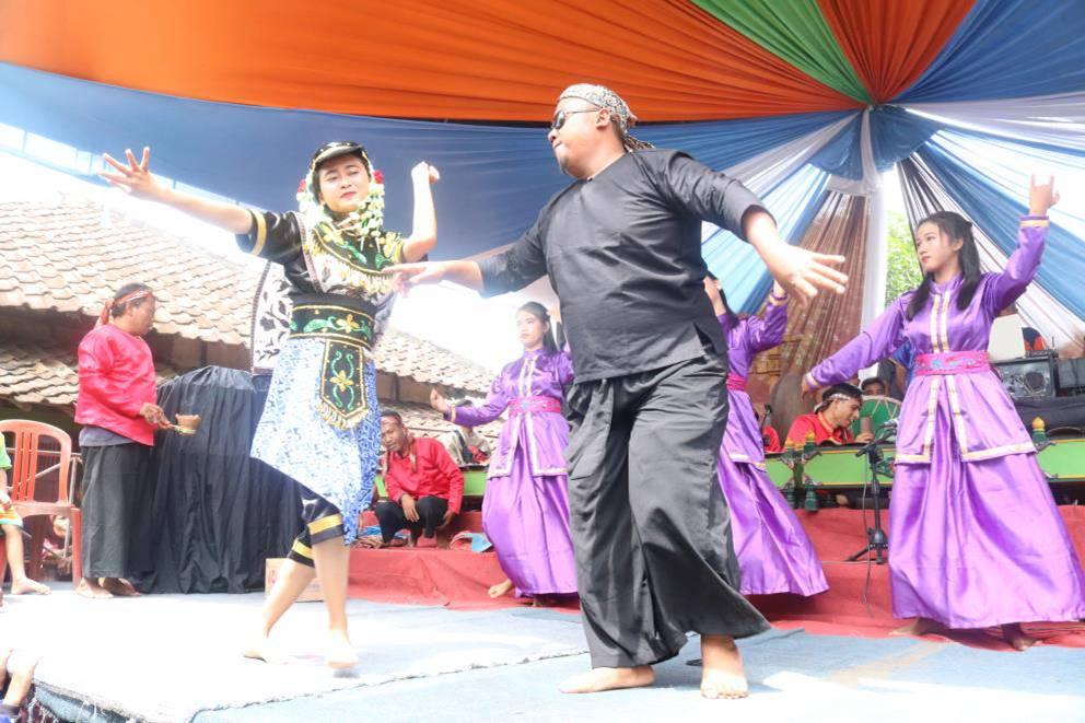 You are currently viewing Pertunjukan Sintren di Sanggar Ni Mas Mayangsari