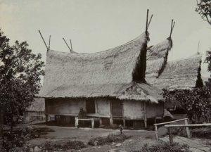 Read more about the article Melawan Lupa: Perubahan Arsitektur Sunda Setelah Terpapar Wabah Sampar (Pes)