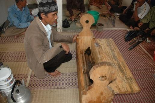 You are currently viewing Upacara Siraman dan Ngalungsur Geni Di Desa Dangiang Kabupaten Garut