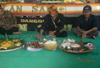 Read more about the article Ngaruat Lembur di Desa Sukamenak Sumedang