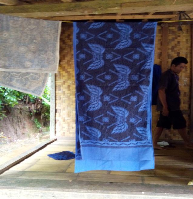 Read more about the article Karembong, Bagian dari Pakaian Wanita Baduy