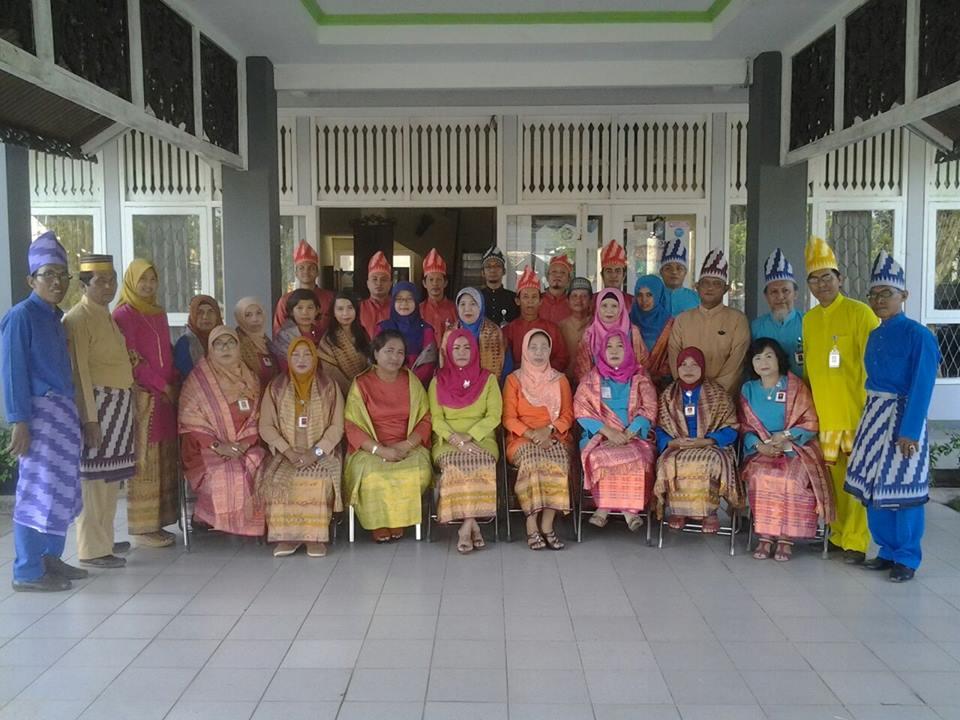 Read more about the article PAKAIAN ADAT MELAYU KALIMANTAN BARAT (TELOK BELANGA)