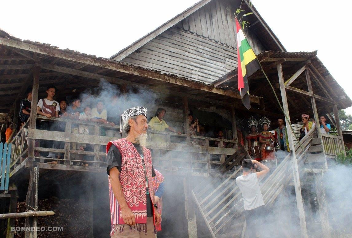 Read more about the article Upacara Adat Gawai Suku Dayak Iban