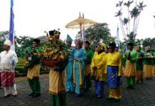 Benang Bintik Motif Batik Khas Dayak Kalimantan Tengah Balai