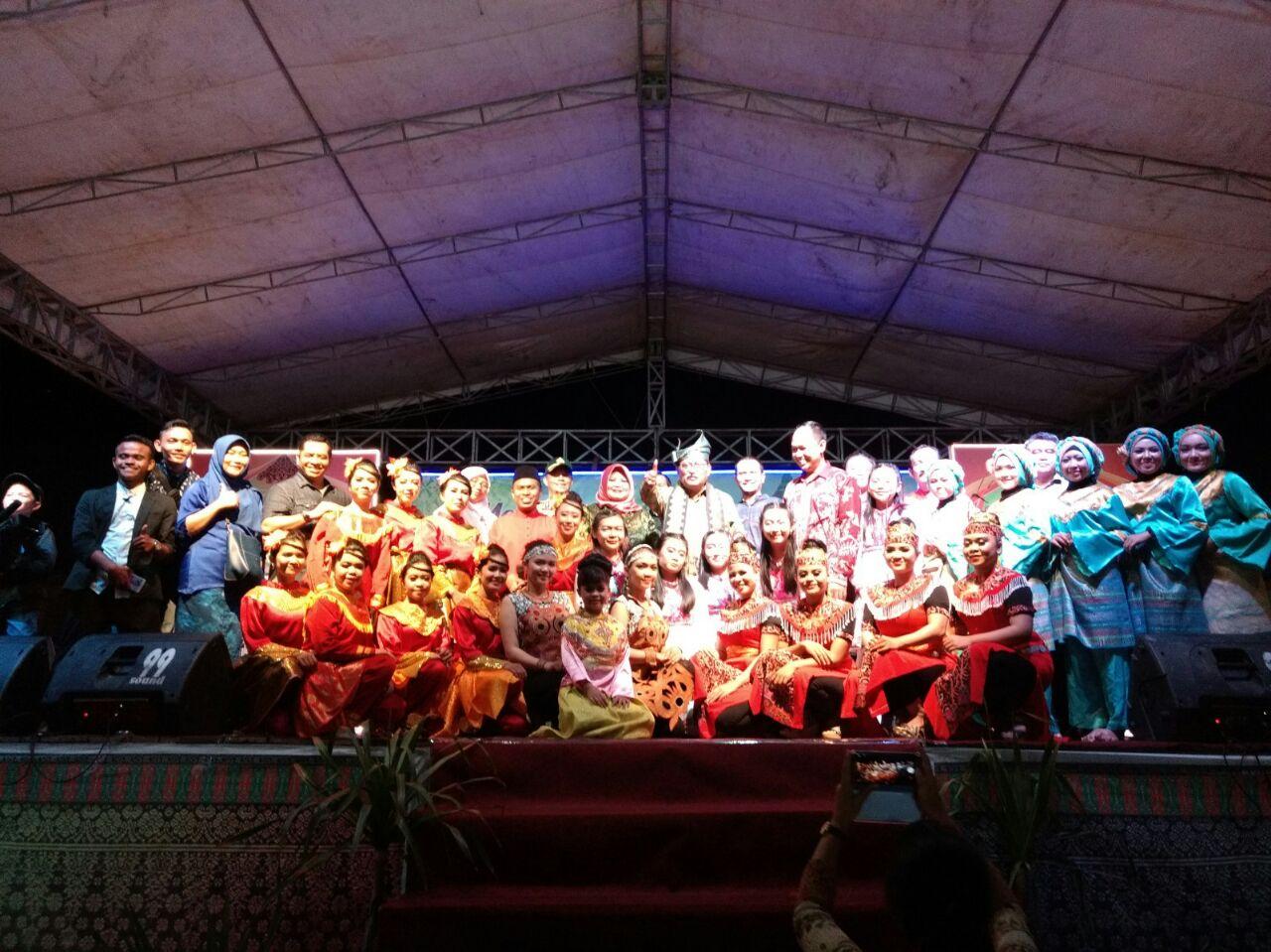 Read more about the article HUT ke-386, Kabupaten Sambas Adakan Gelar Budaya Multikultur