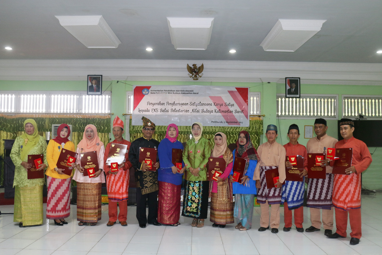 Read more about the article 13 Pegawai BPNB Kalbar mendapatkan Satya Lencana Karya Satya
