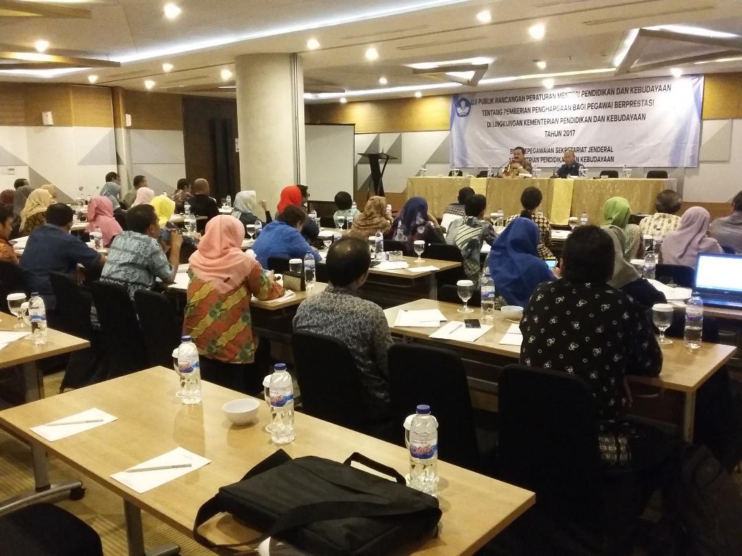 Read more about the article Uji Publik Rancangan Permendikbud tentang Pemberian Penghargaan kepada Pegawai Berprestasi
