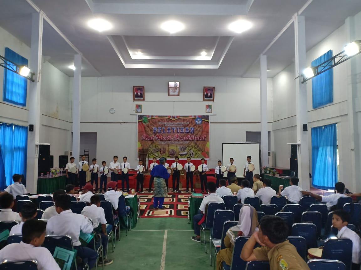 Read more about the article Tahar :   Alat Musik Tradisional Melayu Sambas