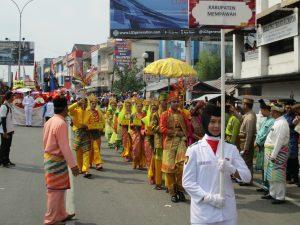 Read more about the article Harmonisasi Dalam Etnis Tergambar Dalam Festival Kirab Budaya