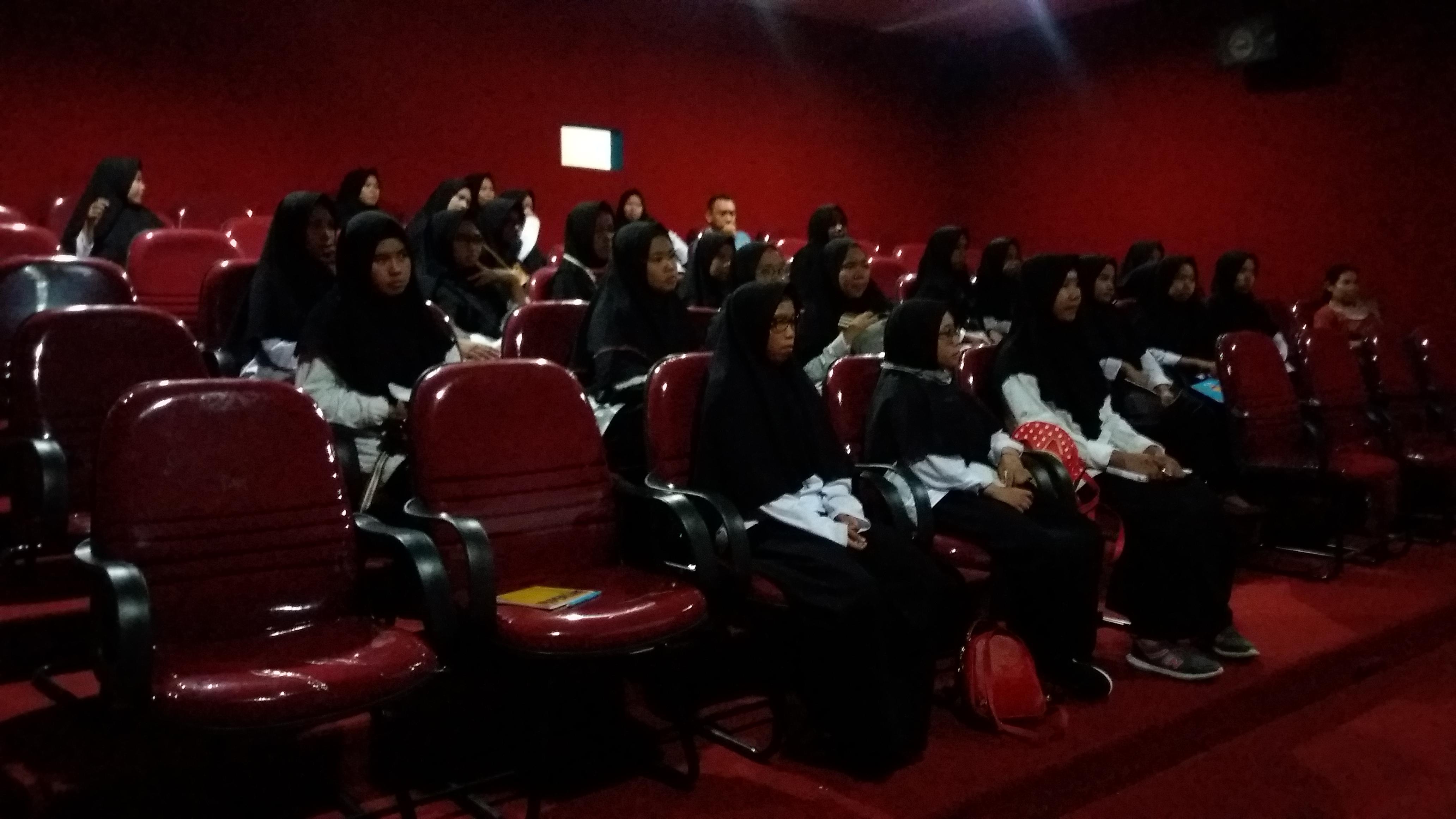 """Read more about the article Bioskop Mini BPNB Kalbar Putar """"Film Batas"""" Bersama Pesantren Madrasah Aliyah Khulafaur Rasyidin"""