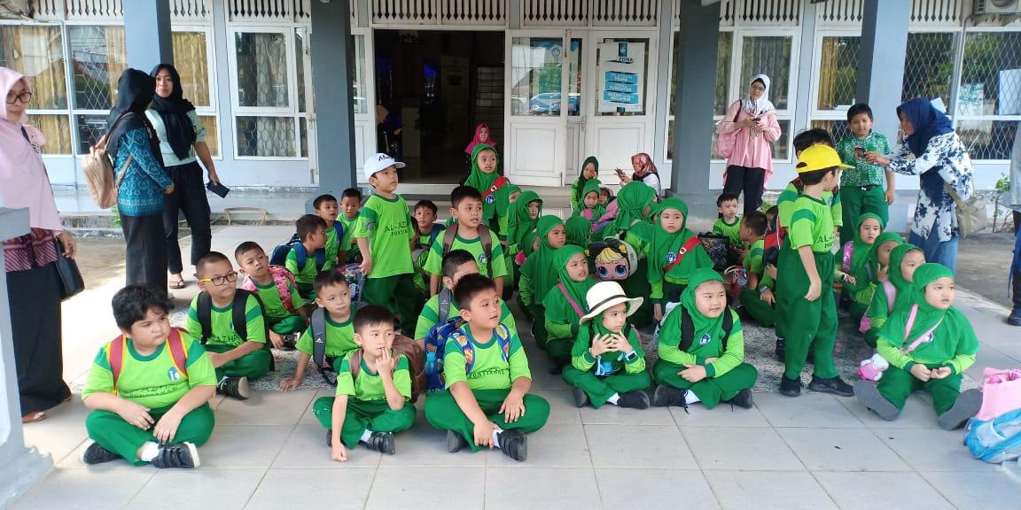 Read more about the article BPNB Kalbar Perkenalkan Permainan Tradisional Kepada Siswa SD Islam Al Azhar 21