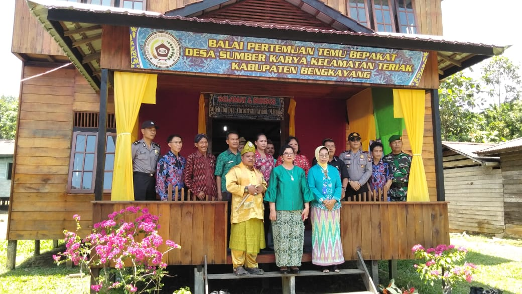 Read more about the article Peresmian Balai Pertemuan Bepakat Kabupaten Bengkayang