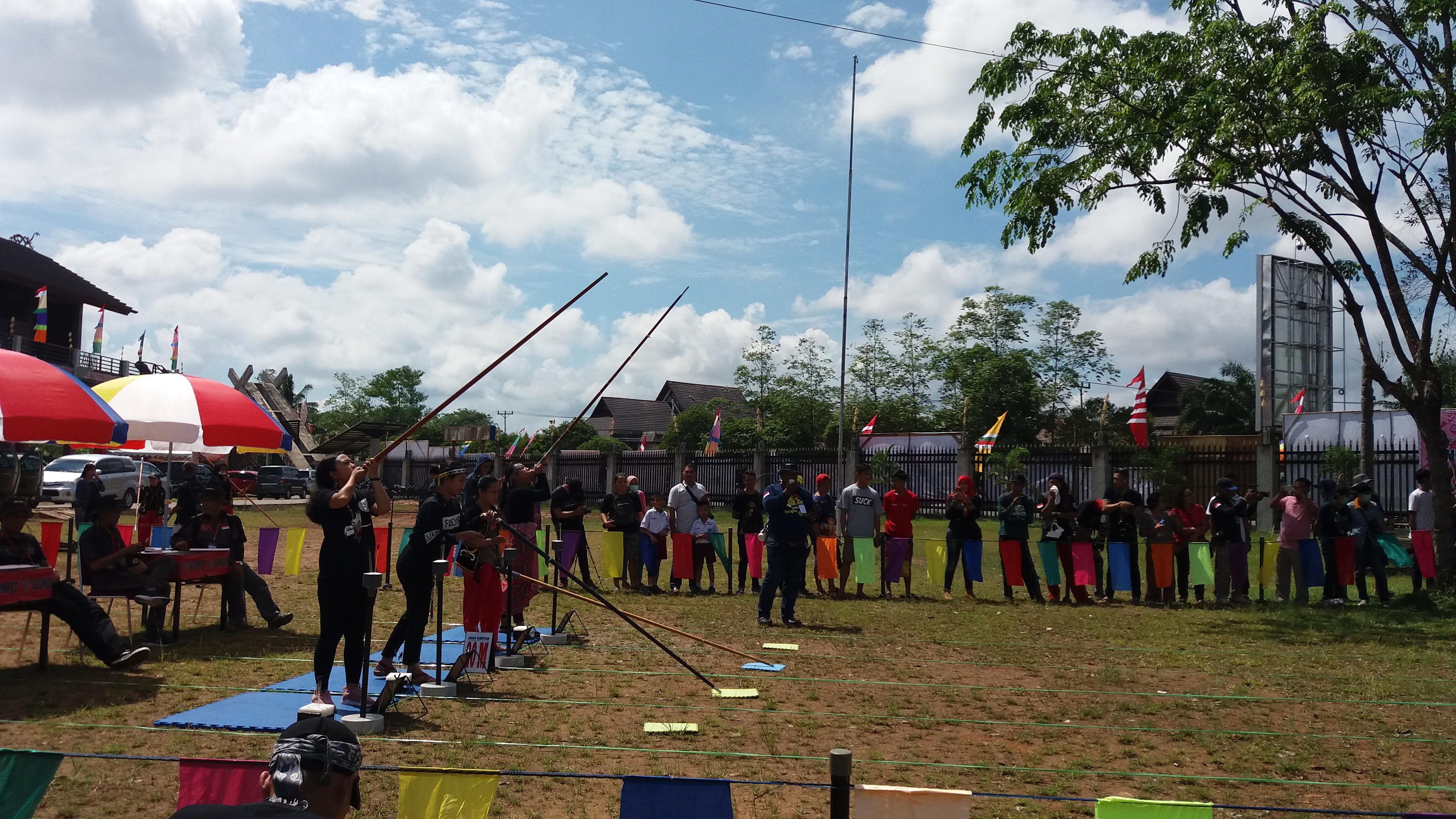 Read more about the article Lomba Menyumpit Memeriahkan Pekan Gawai Dayak ke 34