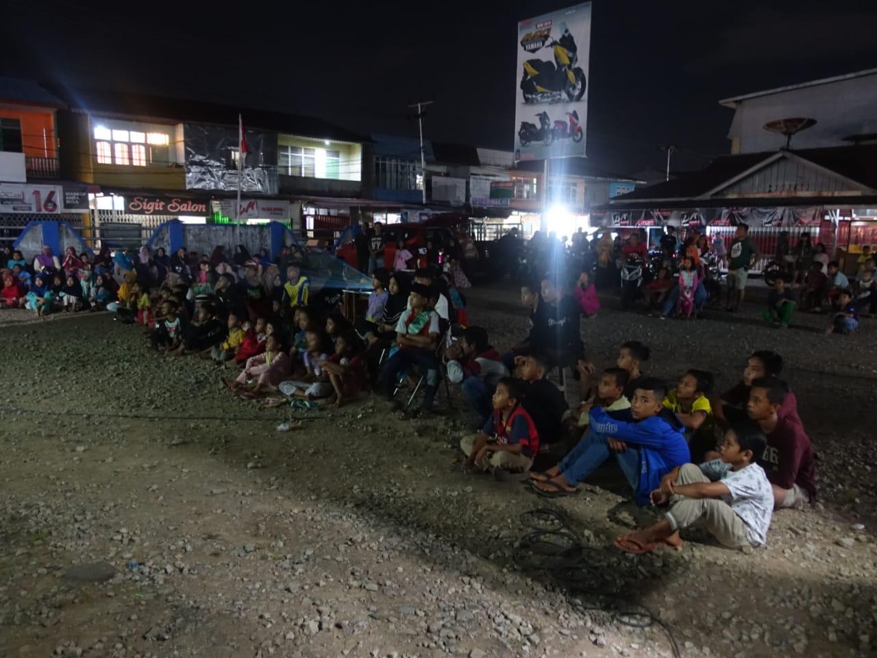"""Read more about the article Bersama Bioling BPNB Kalbar : Film """"Negeri 5 Menara"""" dan """"3 Sekawan"""" Putar di Kec. Tayan Hilir Kab. Sanggau"""
