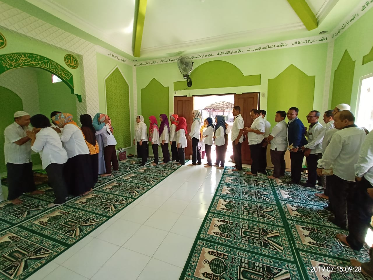 Read more about the article Syukuran dan Doa Bersama Menjelang  Keberangkatan Haji Bersama Staf BPNB Kalimantan Barat