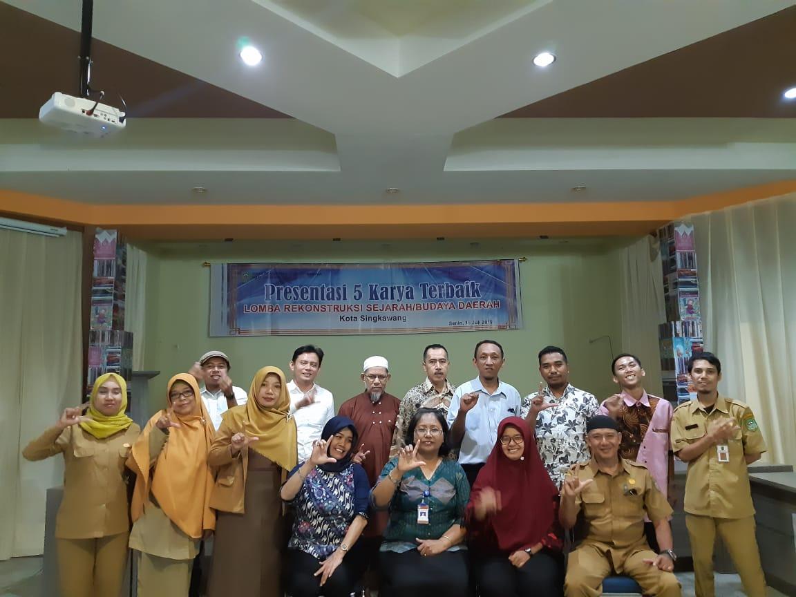 """Read more about the article Peneliti Sejarah BPNB Kalimantan Barat menjadi Juri dalam Lomba Karya Tulis  """"Rekonstruksi Sejarah Budaya Daerah Kota Singkawang"""""""