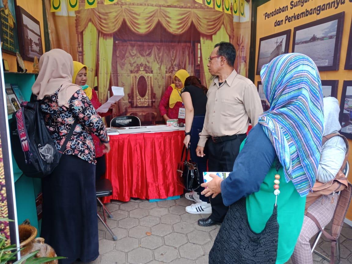 Read more about the article Peradaban  Sungai Kapuas Melalui Pameran (Display) Kebudayaan Festival Sungai Kapuas