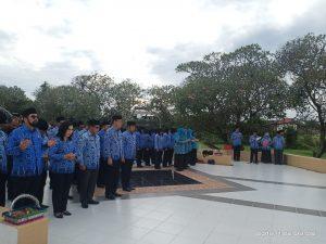 Read more about the article Peringatan HUT KORPRI Ke-48, Ziarah dan Tabur Bunga Ke Makam Pahlawan Patria Jaya