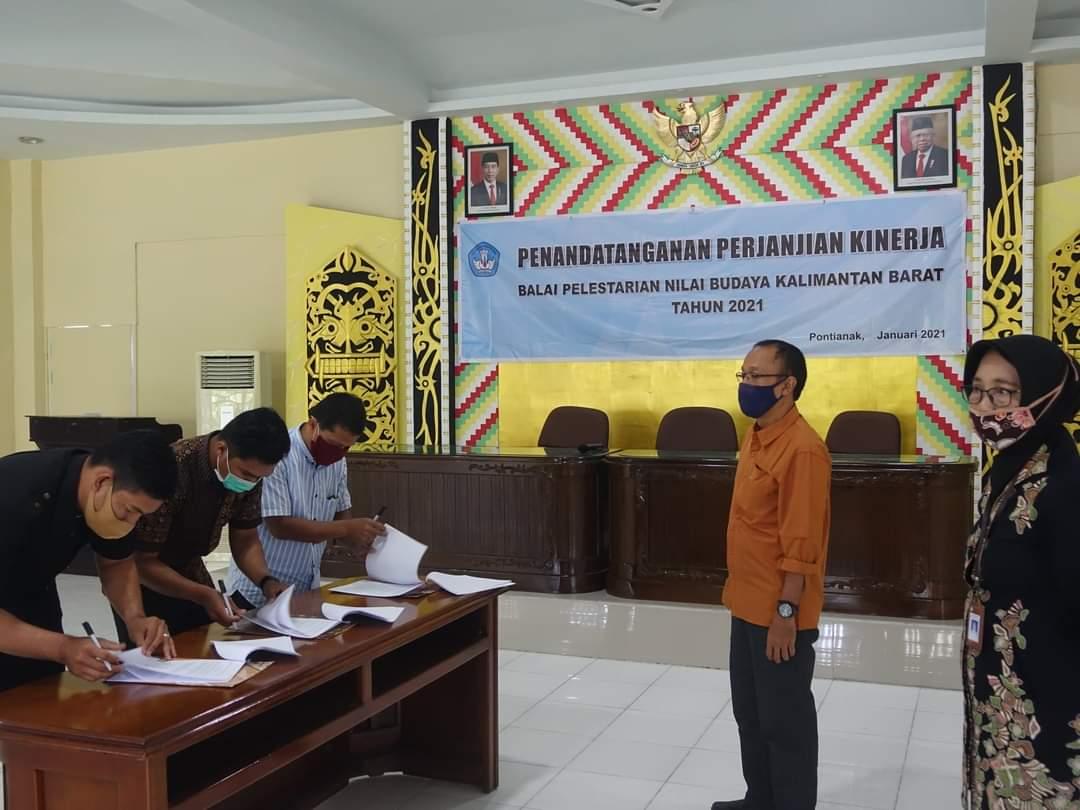 You are currently viewing Penandatanganan Surat Perjanjian Kerja PPNPN BPNB Kalbar Tahun 2021