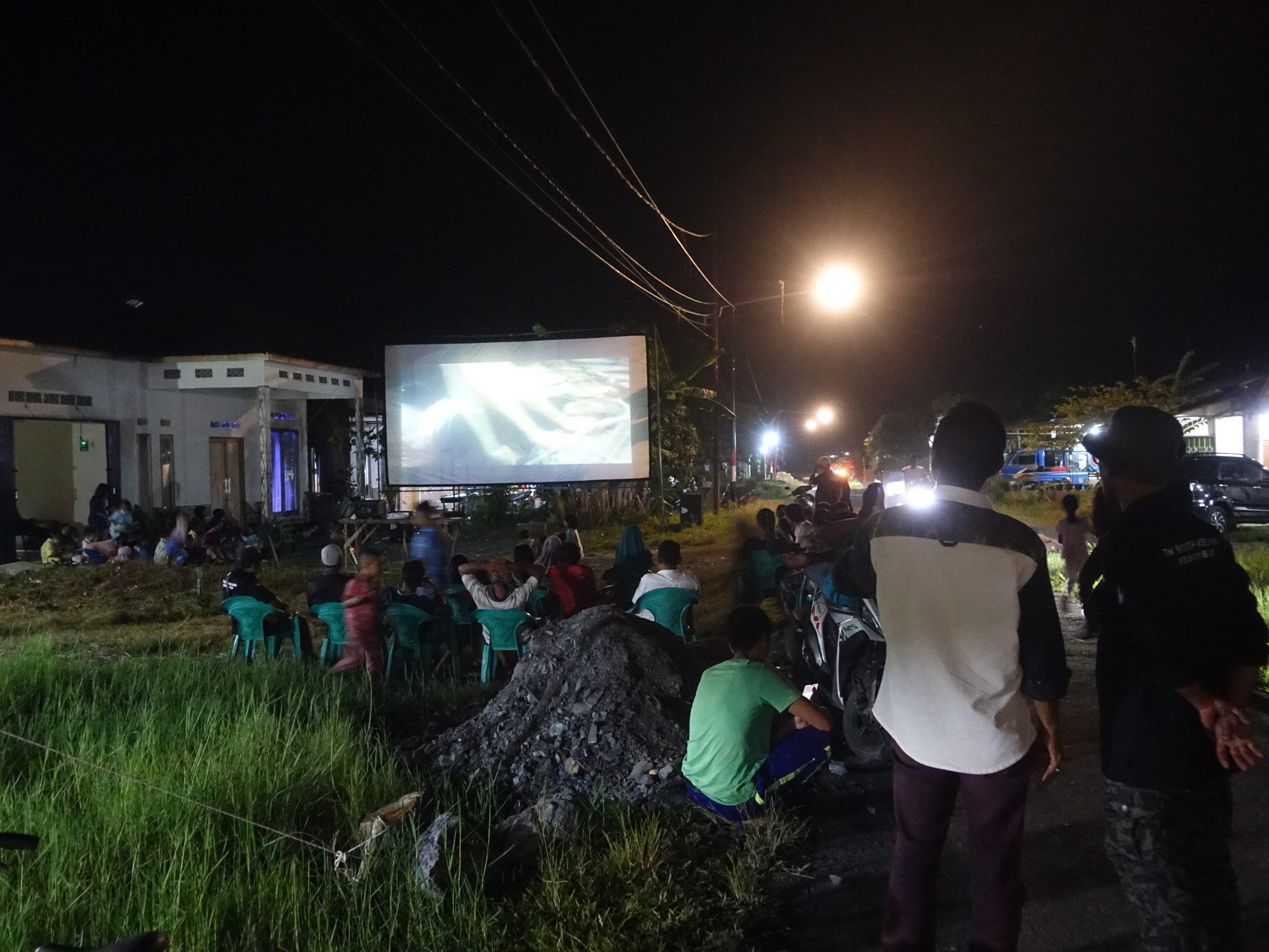 Read more about the article Masyarakat Desa Penjajab Kecamatan Pemangkat Meriahkan Bioskop Keliling BPNB Provinsi Kalimantan Barat