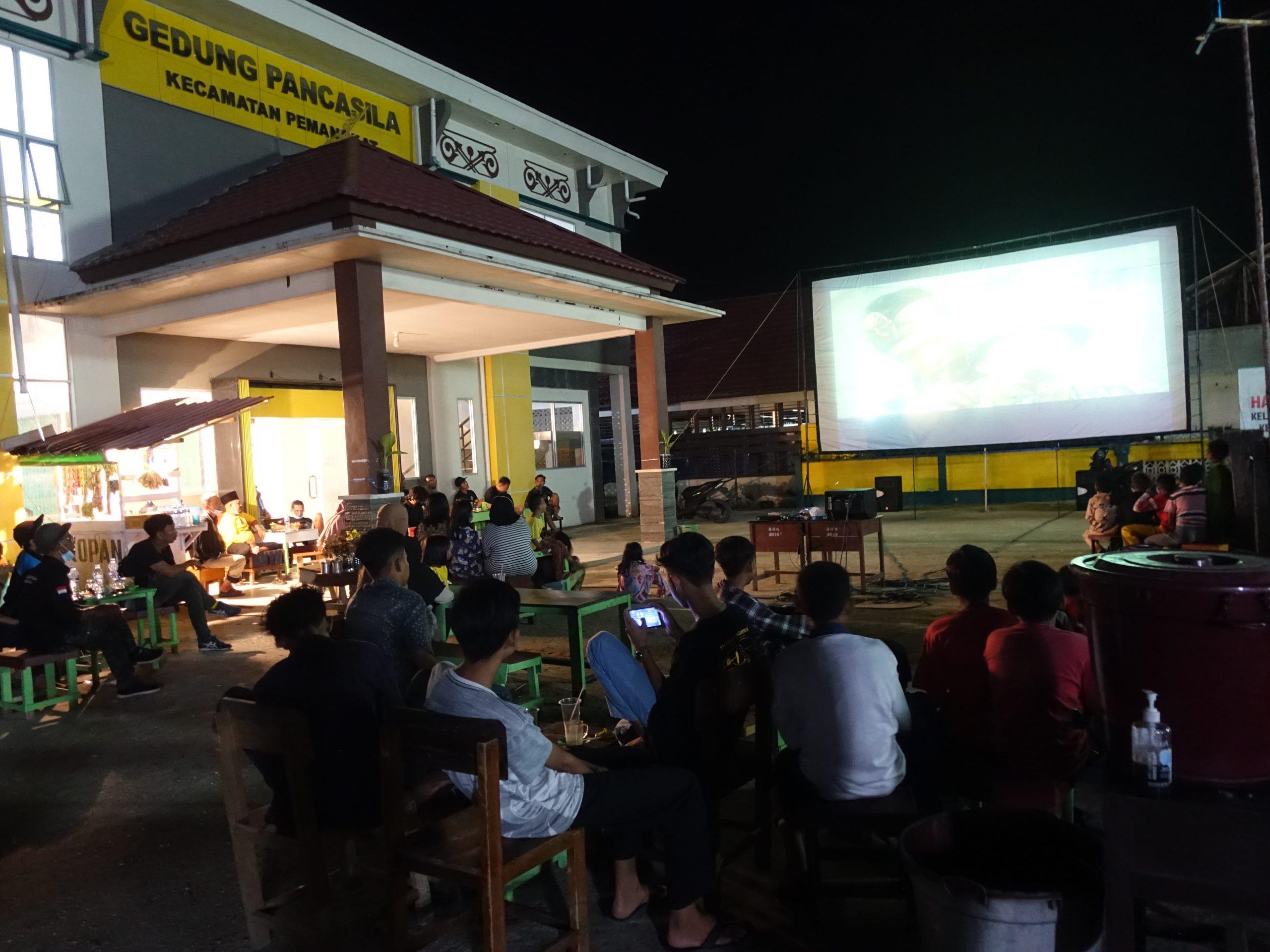 """Read more about the article Bioling BPNB Provinsi Kalbar Putar Film """"Darah Garuda 2"""" di Gedung Pancasila Kecamatan Pemangkat"""