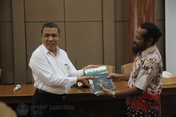 Read more about the article AKADEMISI JURUSAN ARKEOLOGI UNIVERSITAS UDAYANA BERKUNJUNG KE SANGIRAN