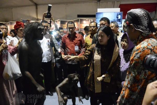 Read more about the article KUNJUNGAN MENKO PMK DI STAN PAMERAN BPSMP SANGIRAN