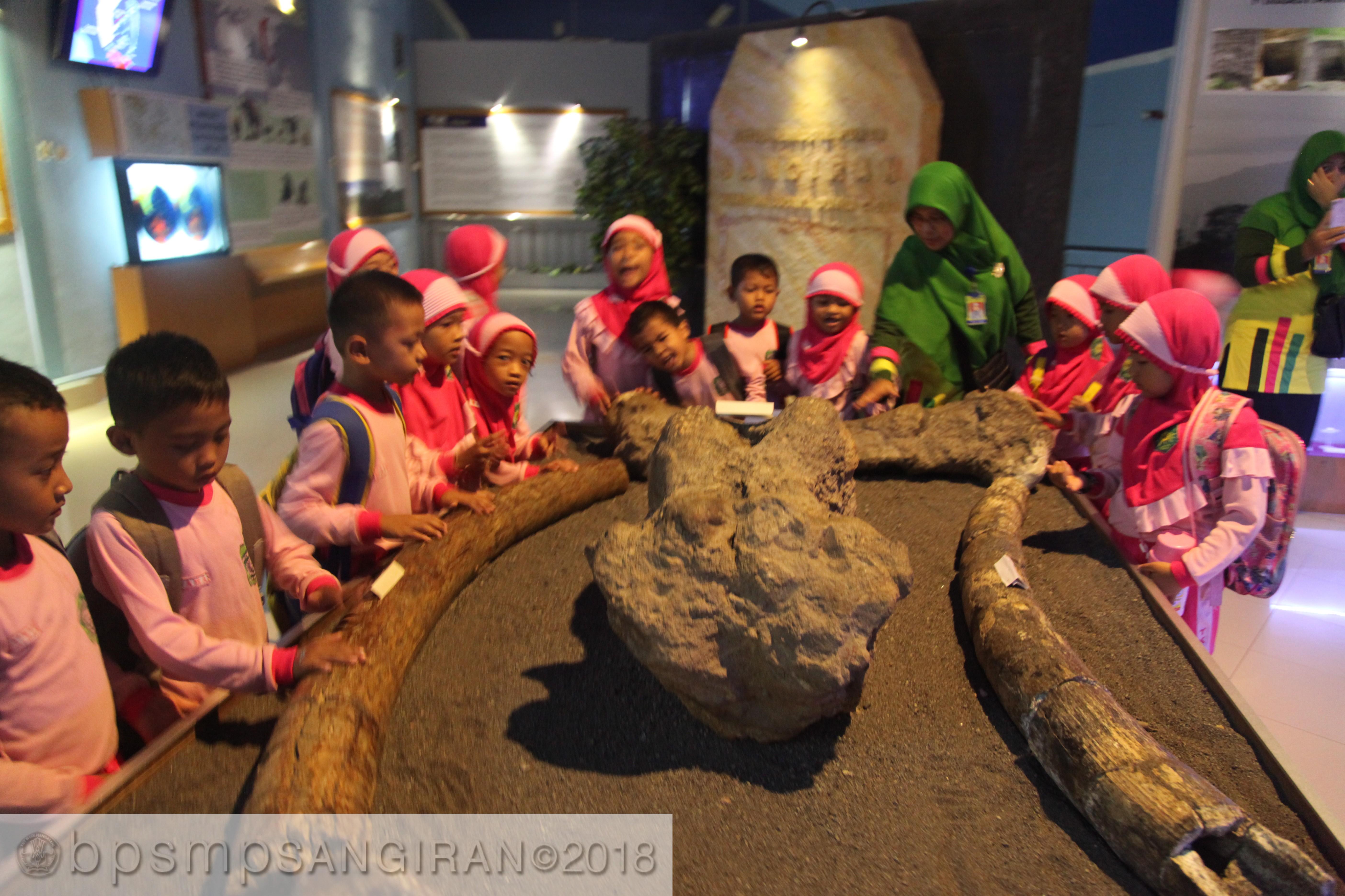 Read more about the article Demi Mendidik Anak Cerdas dan Cinta Cagar Budaya
