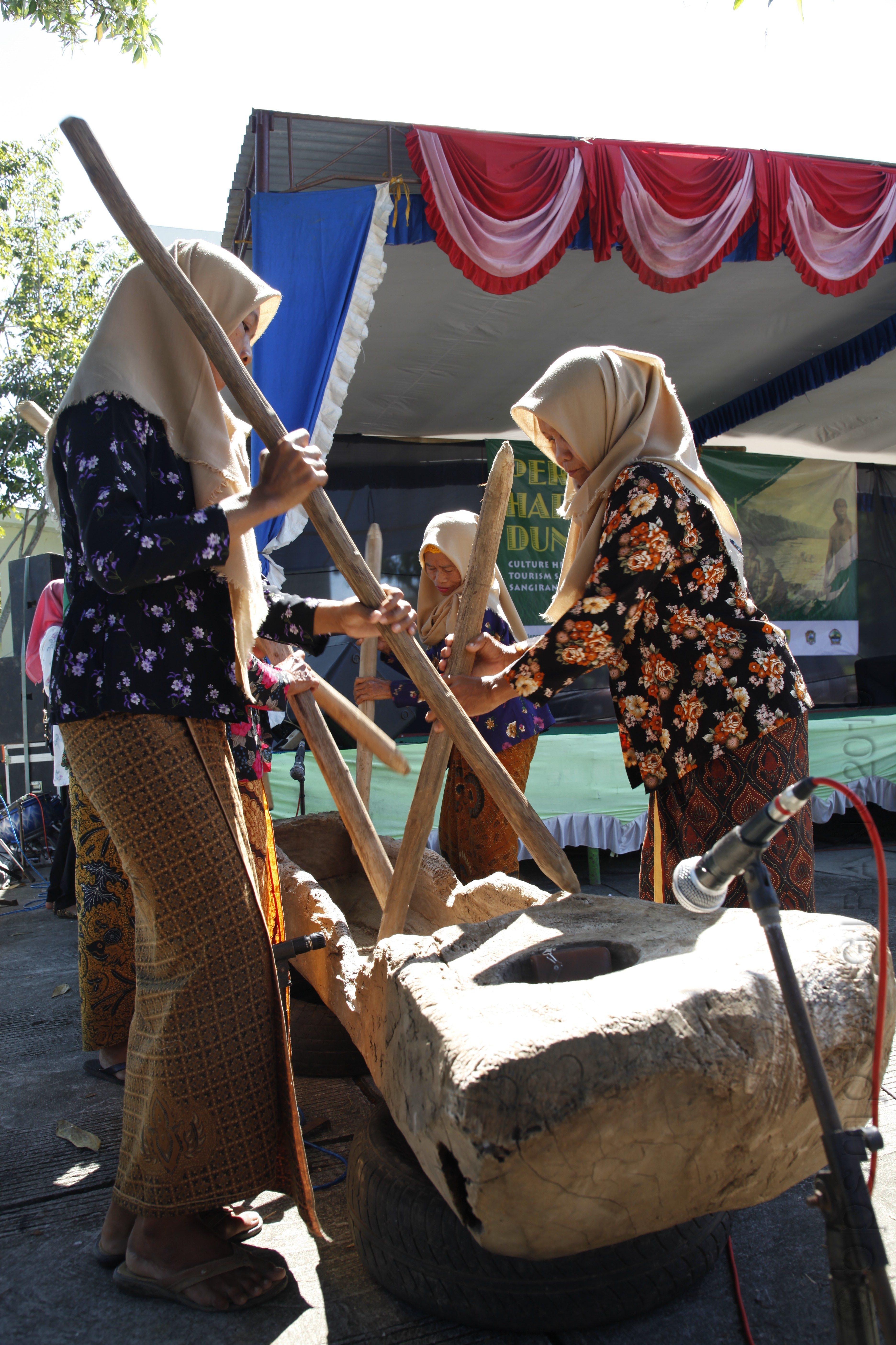 You are currently viewing Kesenian Gejog Lesung, Bagian dari Kearifan Lokal Masyarakat