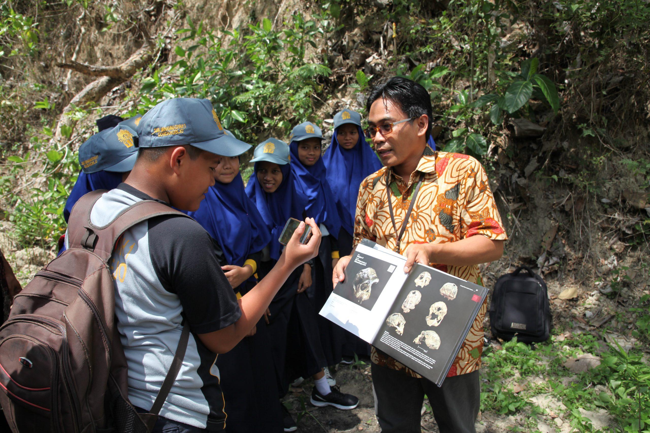 Read more about the article Mendidik Generasi Muda Melalui Sosialisasi Cagar Budaya