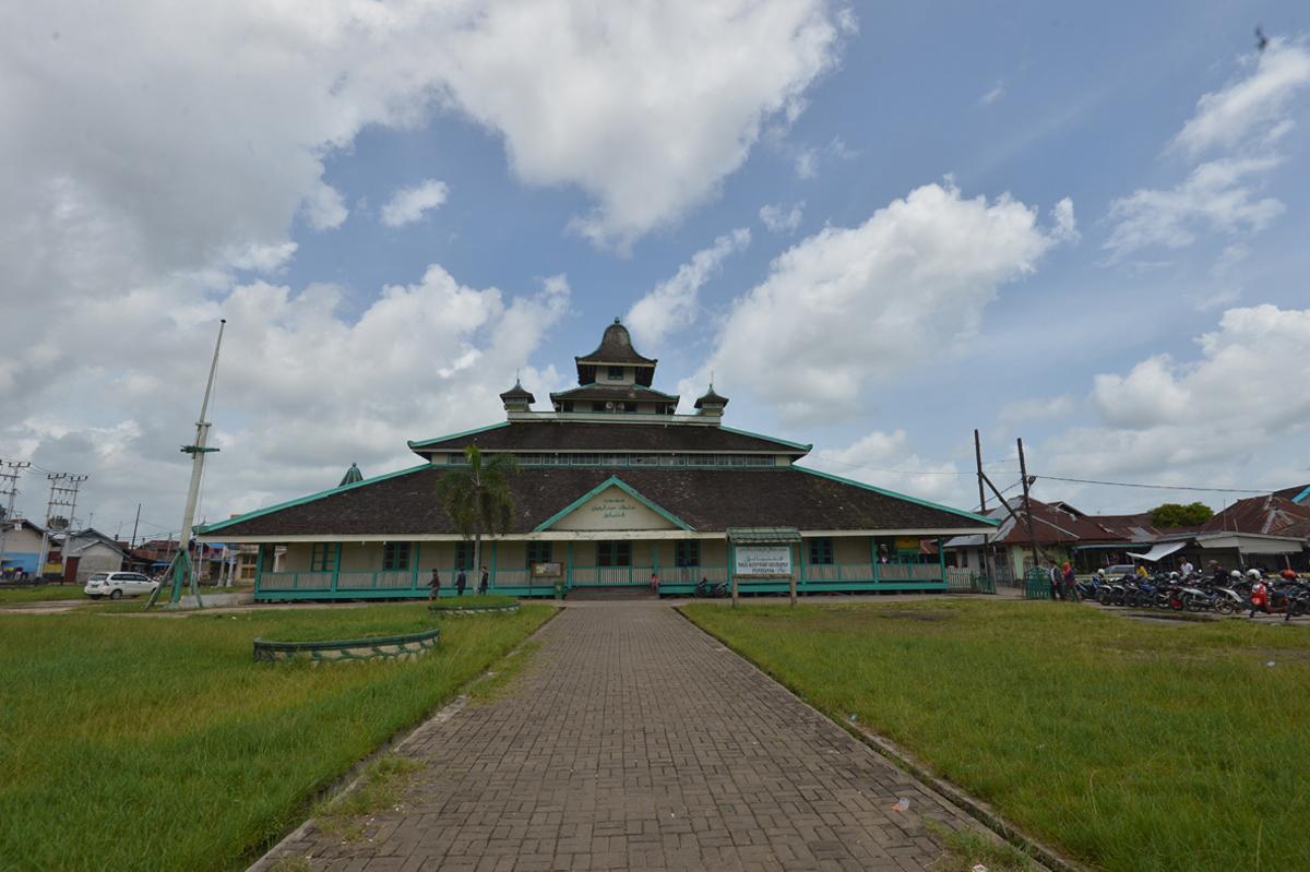 Peradaban Islam Mewariskan Corak Dan Bentuk Masjid Nusantara Yang
