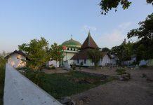 Masjid Tiban Babussalam, masjid tua di Kabupaten Probolinggo, Jawa Timur.