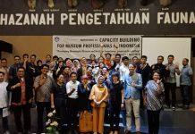 Panitia Berfoto Bersama Peserta Capacity Building for Museum Professionals in Indonesia (5/4)