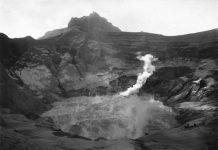 Kawah Kelud setelah letusan tahun 1901. (Sumber: Koleksi Tropenmuseum)