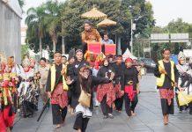 Hilmar Farid, Direktur Jenderal Kebudayaan, Diarak Memasuki Acara Pembukaan Hari Museum 2019 (8/10).