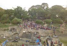 Situs Kapal Kuno Lamongan Ramai Dikunjungi Warga (5/11).