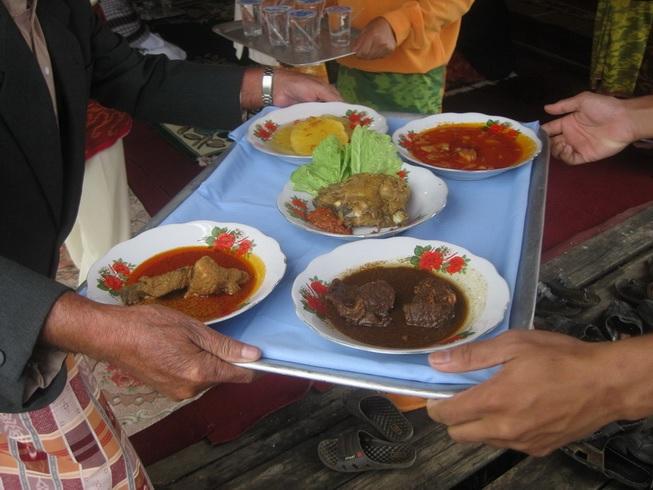 coc-regional--kebudayaan-tradisi-makan-besaprah-dalam-budaya-melayu-sambas