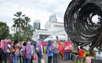 Kunjungan masyarakat di Museum Nasional pada akhir pekan