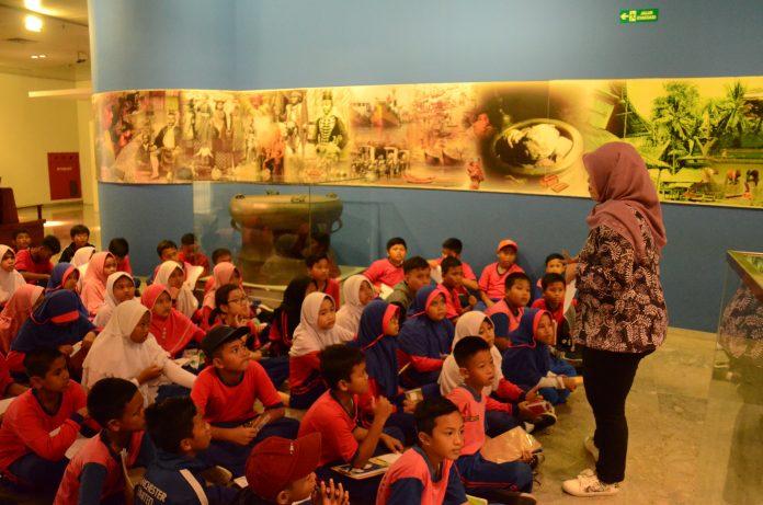 Kunjungan_siswa_museum