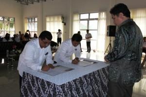 Bapak Dirjen Kebudayaan Menyaksikan penanda tanganan berita acara sertijab antara Kepala BPCB Malut yang lama dan yang baru