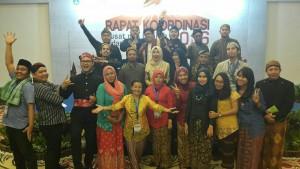 Read more about the article Pakaian Tradisional Indonesia Warnai Rakor 2016