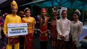 Read more about the article Simbol Bhinneka Tunggal Ika dalam Balutan Baju Adat Indonesia