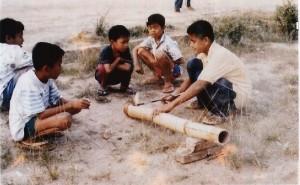 Read more about the article Permainan Bedil Bambu
