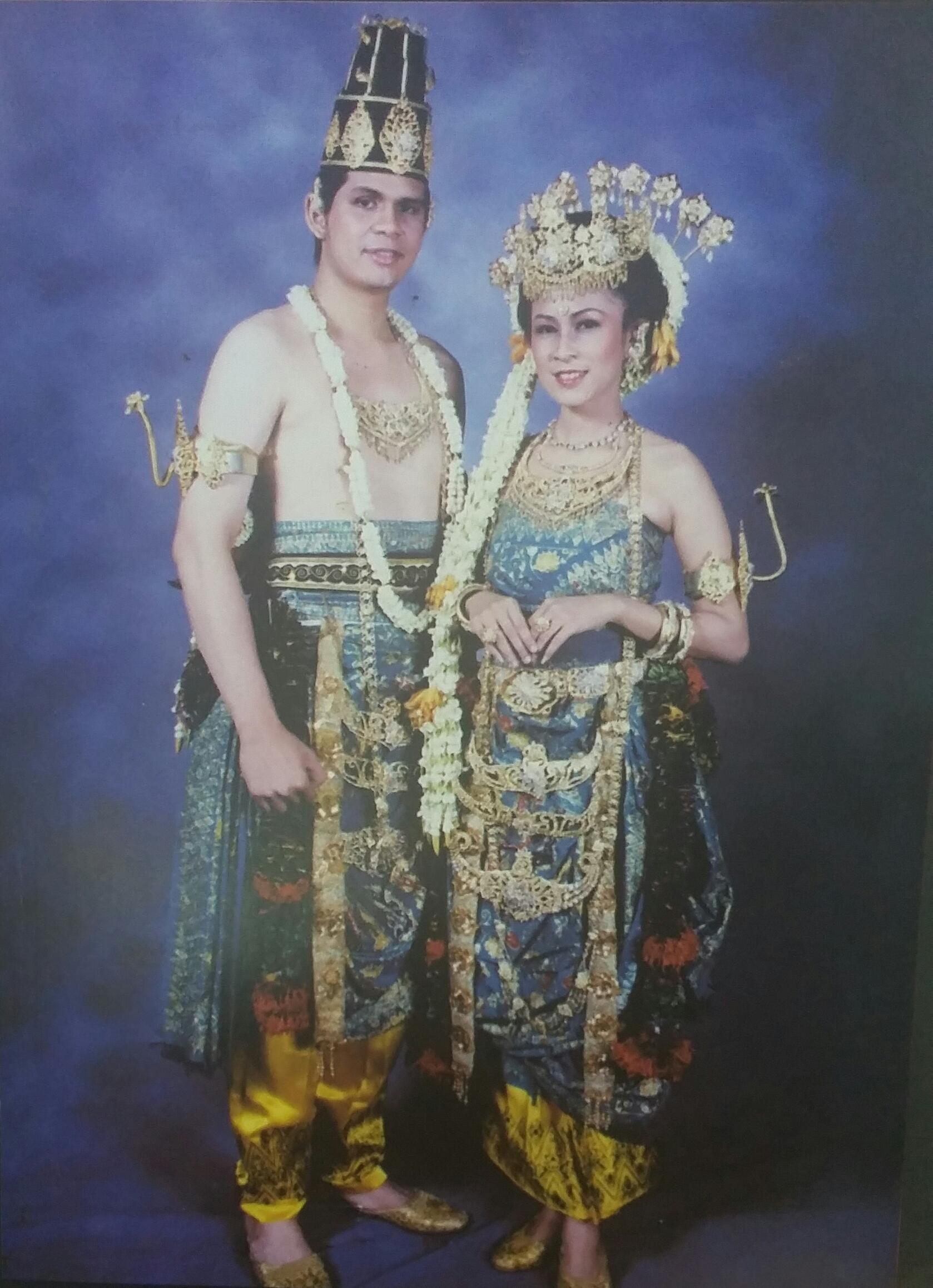 Read more about the article Pakaian Pengantin Malang Keprabon