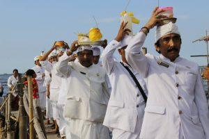 Read more about the article Upacara Melasti, Ritual Peyucian Diri dari Dosa di Dunia