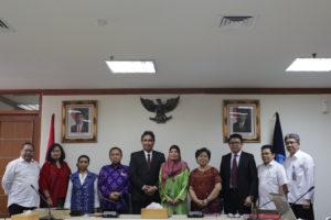 "Read more about the article Indonesia-Malaysia Ajukan ""Pantun, Tradisi Lisan Melayu"" ke UNESCO sebagai Warisan Budaya TakBenda 2017"