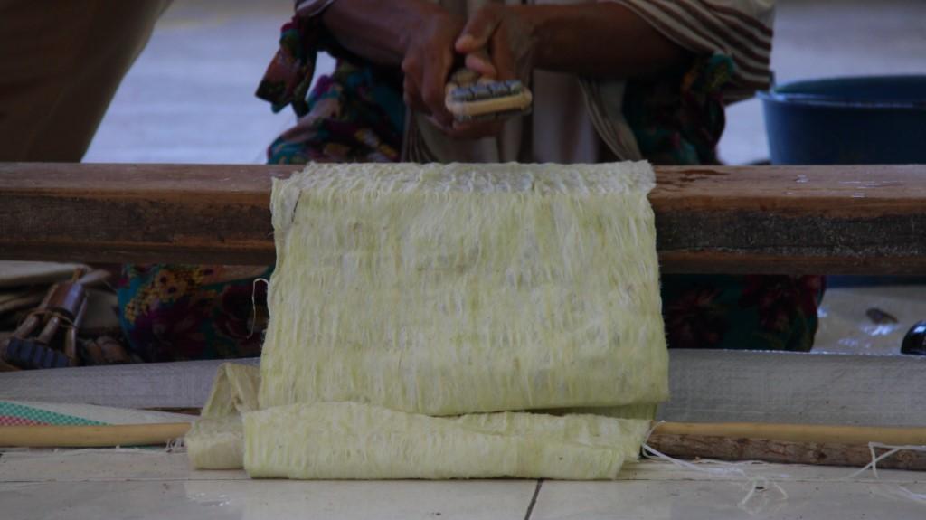 Read more about the article Kreasikan Kulit Kayu Menjadi Seni Bernilai Tinggi