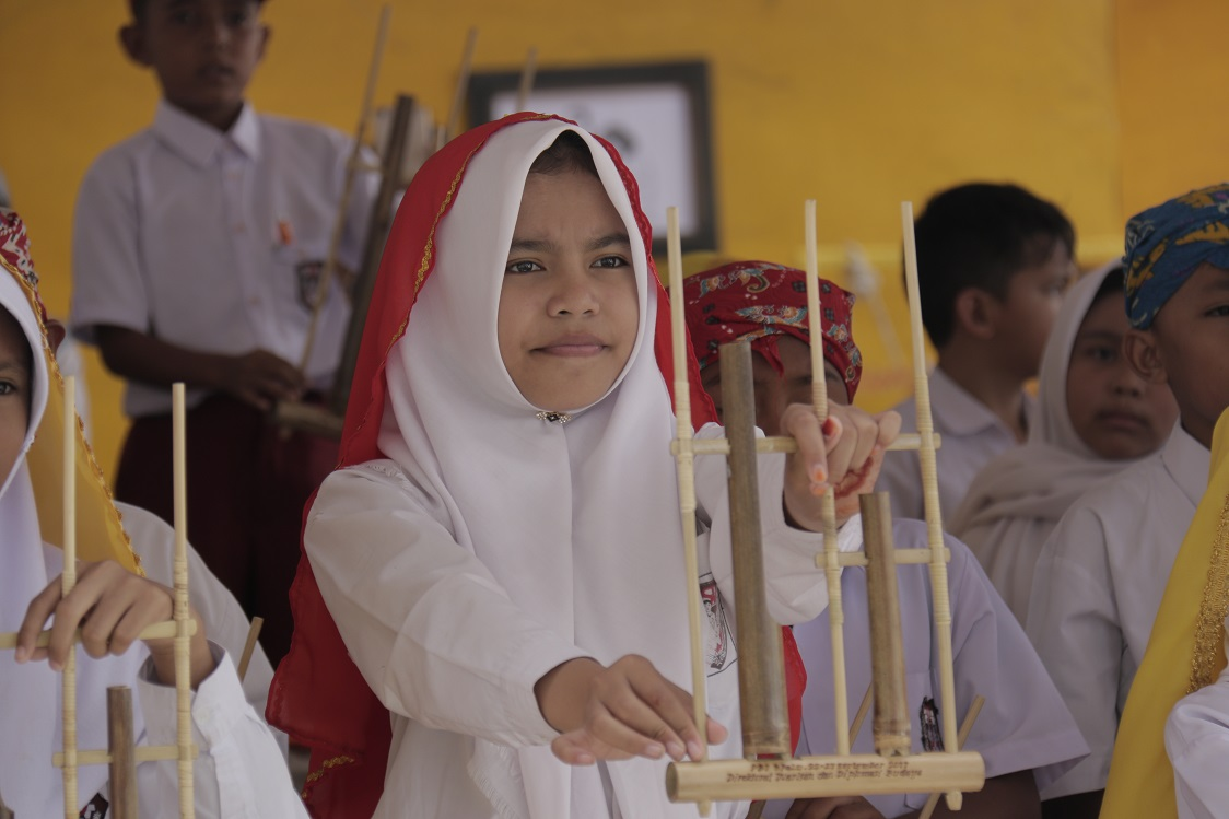 """You are currently viewing Angklung """"Nomoni"""" di Palu"""