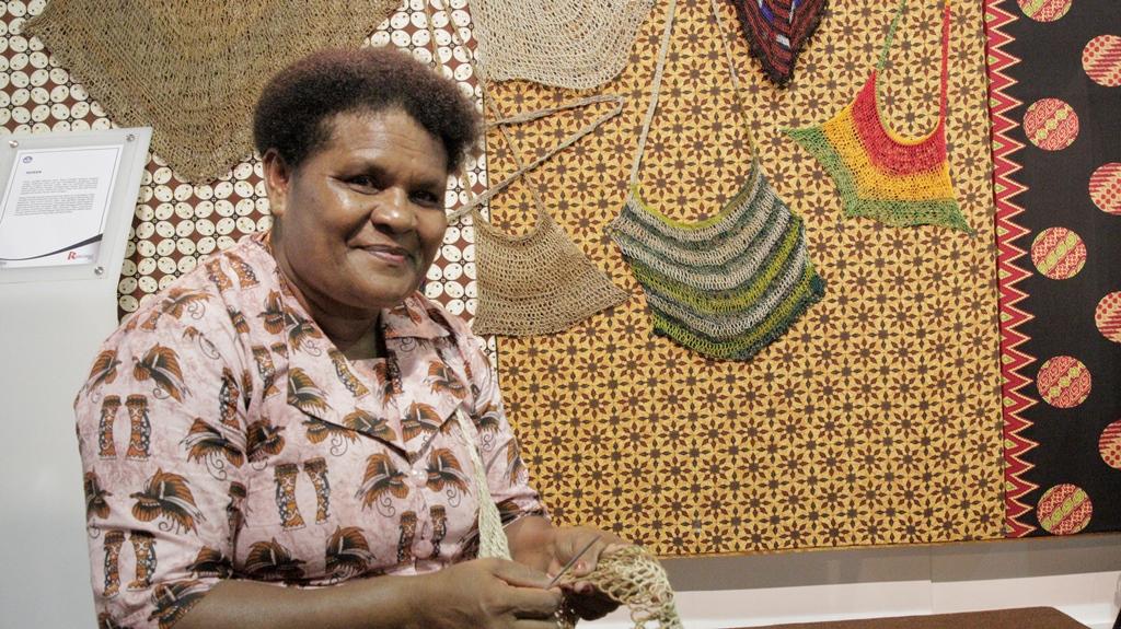 You are currently viewing Martha Ohee, Pengrajin Kayu Papua Apresiasi Rembuknas 2018