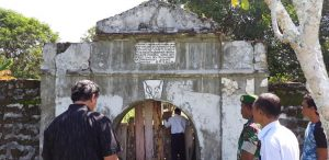 Dirjen Kebudayaan Kunjungi Benteng VOC di Kayeli, Pulau Buru